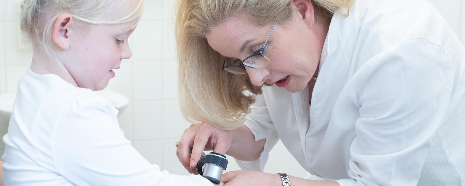 Haut Behandlung Dr. med Reinhard Knöll - Hautarztpraxis Lüneburg